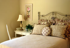 浪漫卧室的客户 免版税库存照片