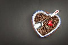 浪漫咖啡 花束金刚石订婚结婚提议环形玫瑰 库存照片