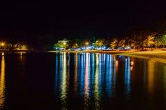浪漫在夜海滩 免版税库存图片