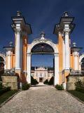 浪漫城堡的门 免版税库存图片