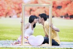 浪漫夫妇在秋天1 库存照片