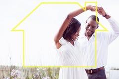 浪漫夫妇跳舞和微笑的综合图象 免版税库存图片