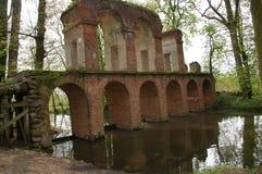 浪漫废墟在世外桃源村庄在波兰 免版税库存图片
