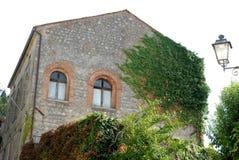浪漫房子在蒙塞利切通过小山在威尼托(意大利) 免版税图库摄影