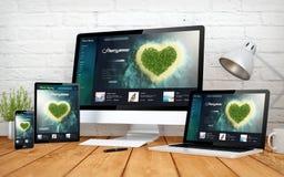 浪漫旅行网站敏感设计屏幕multidevices 免版税库存照片