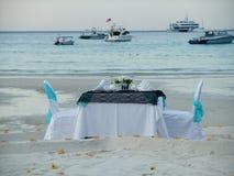 浪漫晚餐在海边 库存图片