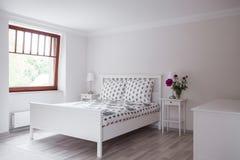 浪漫样式的卧室 免版税库存图片