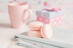 浪漫桃红色macarons 免版税库存图片