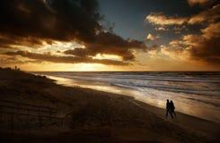 浪漫海滩的晚上 图库摄影