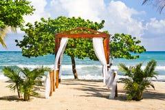浪漫海滩婚礼斑点在牙买加 库存图片