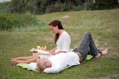 浪漫的野餐 免版税库存图片