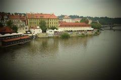 浪漫看法在河 库存图片