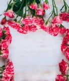浪漫花卉玫瑰框架葡萄酒背景 免版税库存图片