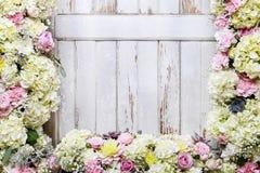 浪漫花装饰品与上升了,大丽花、霍滕西亚和carnat 免版税图库摄影