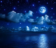 浪漫风景在繁星之夜 免版税库存图片