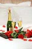 浪漫香槟的夜间 免版税库存照片