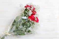 浪漫bouguet束五颜六色的花的图象 图库摄影