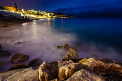 浪漫Cote d'Azure海滩在晚上,尼斯,法语 免版税库存照片
