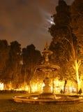 浪漫fontain的晚上 图库摄影