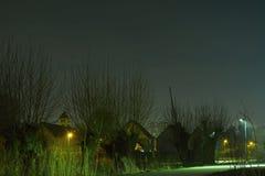 浪漫nightscene,路,步行路在晚上 免版税库存照片