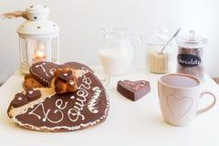 浪漫ValentineÂ的天早餐,快餐 免版税库存照片