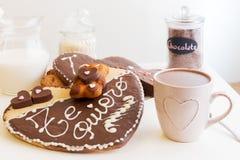 浪漫ValentineÂ的天早餐,快餐 免版税图库摄影