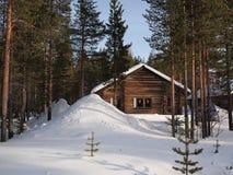 浪漫wintersport瑞士山中的牧人小屋 免版税库存图片