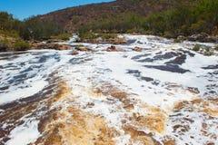 浪端的白色泡沫天鹅河珀斯西澳州 免版税图库摄影