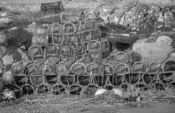浮体和虾笼在Scarinish Hatbour墙壁上 库存照片