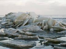 浮冰冻结的冰湖 库存照片