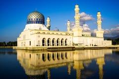 浮动城市清真寺在亚庇沙巴婆罗洲 库存照片