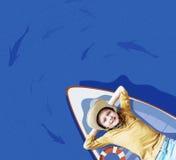 浮动小船的男孩 图库摄影