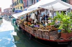浮动市场在威尼斯 库存图片