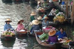 浮动市场在泰国。 库存图片