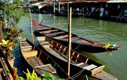 浮动市场泰国的amphawa小船 库存图片