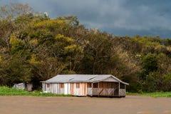 浮动房子在亚马孙河 免版税库存图片