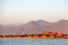 浮动村庄房子在Inle湖,缅甸 免版税库存图片