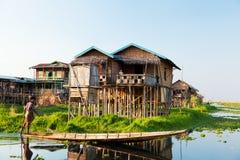 浮动村庄房子在Inle湖,缅甸 库存照片