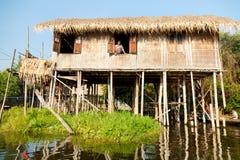 浮动村庄房子在Inle湖,缅甸 免版税库存照片