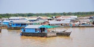 浮动村庄柬埔寨 免版税库存图片