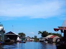 浮动村庄,洞里萨湖,暹粒市,柬埔寨 图库摄影