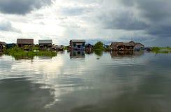 浮动村庄洞里萨湖 库存图片
