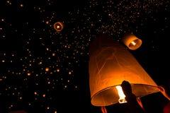 浮动灯笼在泰国 免版税库存照片