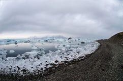 浮动的冰川冰山jokulsarlon盐水湖 免版税库存图片