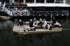 浮动的小船 免版税库存照片