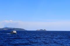浮动的小船 免版税库存图片