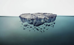 浮动的岩石 免版税库存图片