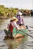 浮动的树汁tonle村庄 免版税库存照片
