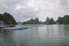 浮动的渔村 免版税库存照片