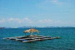 浮动的筐鱼保留海运 库存图片
